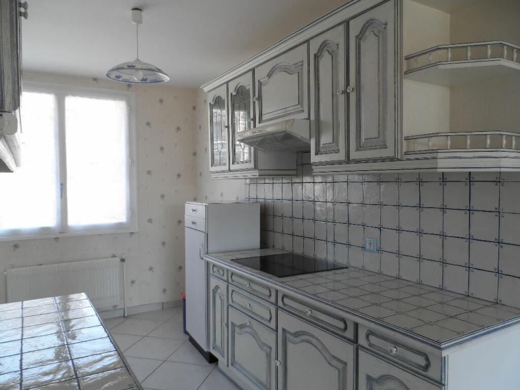Appartement à louer 2 60.63m2 à Saint-Genis-Laval vignette-2