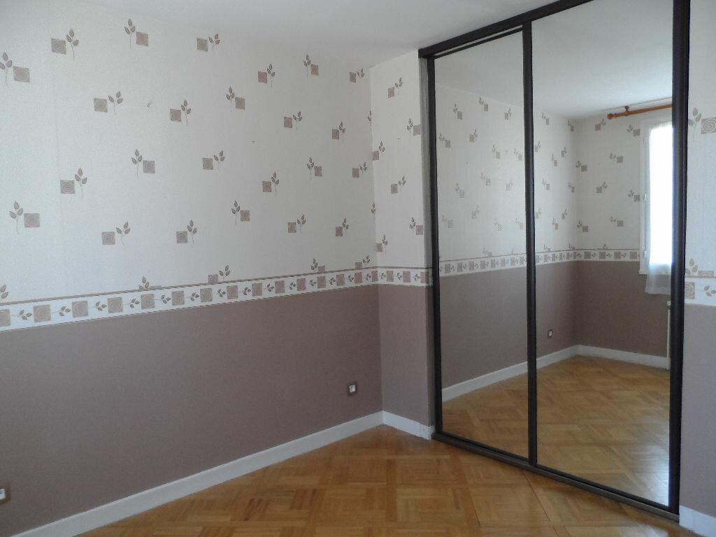 Appartement à louer 2 60.63m2 à Saint-Genis-Laval vignette-5