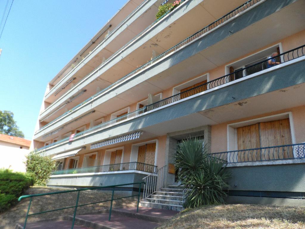 Appartement à louer 2 60.63m2 à Saint-Genis-Laval vignette-6