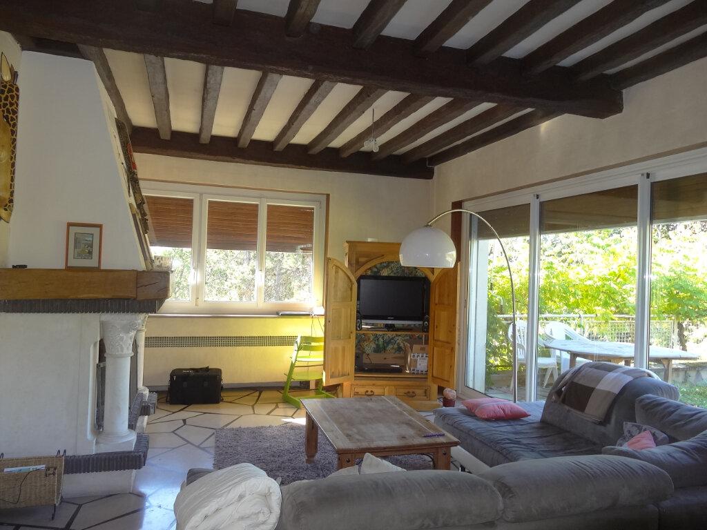 Maison à louer 7 215m2 à Saint-Genis-Laval vignette-2