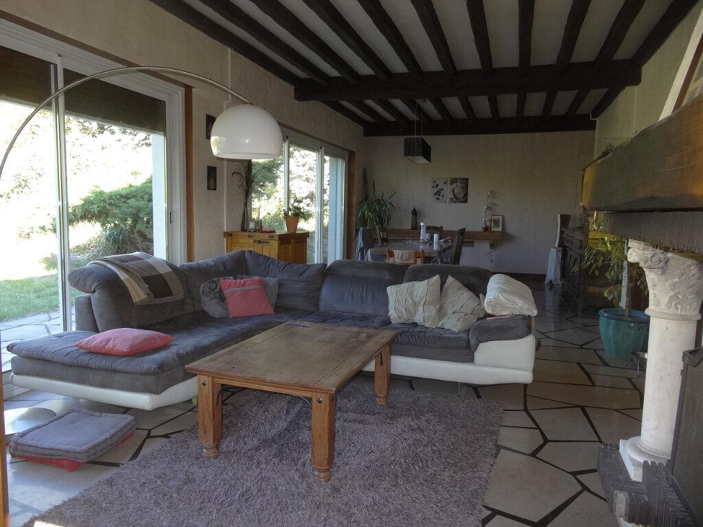 Maison à louer 7 215m2 à Saint-Genis-Laval vignette-4