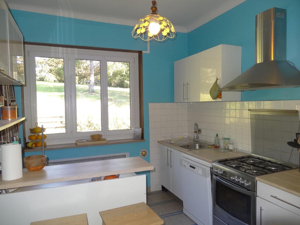 Maison à louer 7 215m2 à Saint-Genis-Laval vignette-6