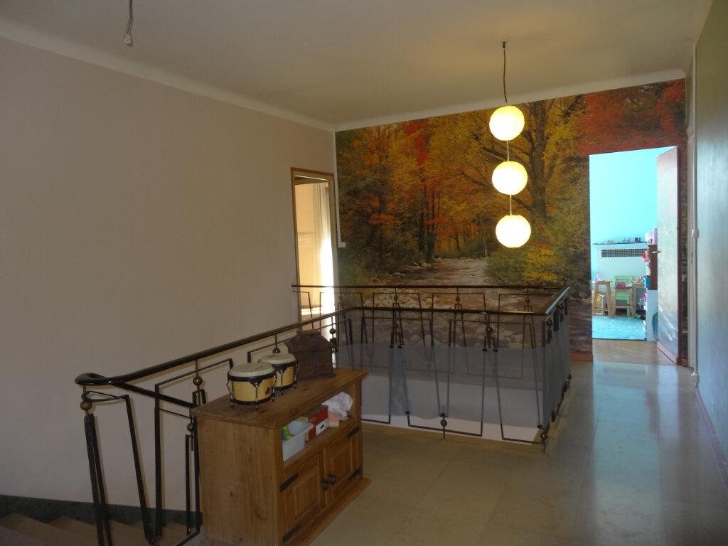 Maison à louer 7 215m2 à Saint-Genis-Laval vignette-8