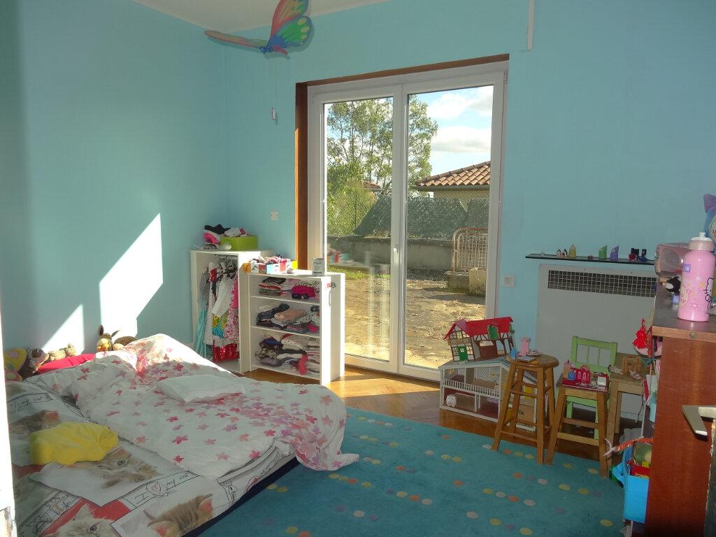 Maison à louer 7 215m2 à Saint-Genis-Laval vignette-11