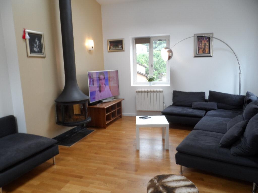 Maison à louer 6 150m2 à Sainte-Foy-lès-Lyon vignette-1