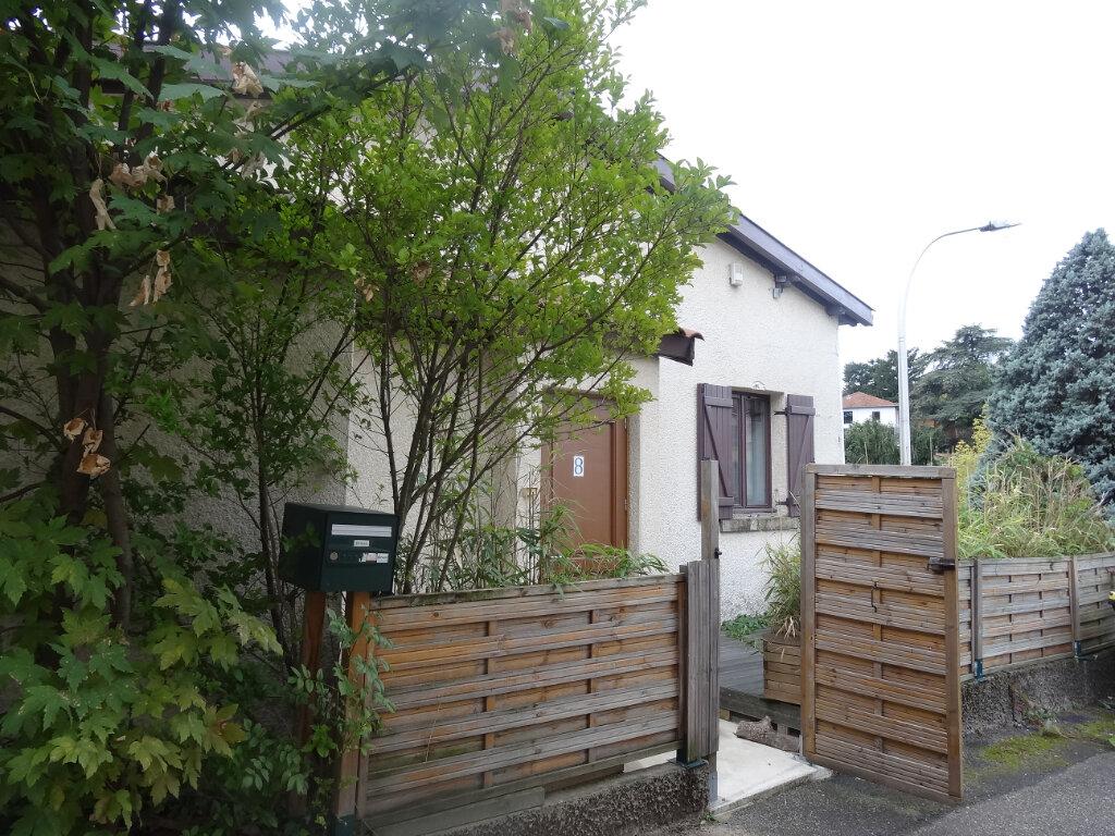 Maison à louer 6 150m2 à Sainte-Foy-lès-Lyon vignette-9