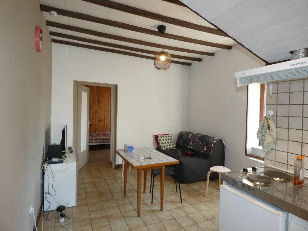Appartement à louer 2 25.8m2 à Saint-Genis-Laval vignette-1