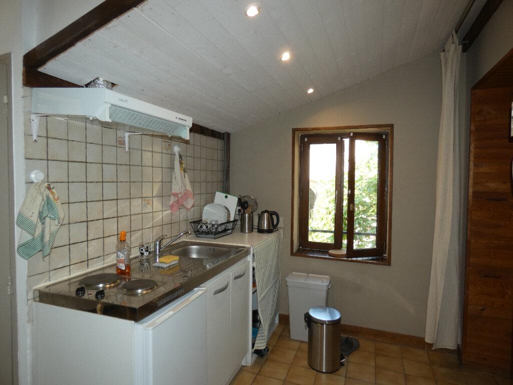 Appartement à louer 2 25.8m2 à Saint-Genis-Laval vignette-2