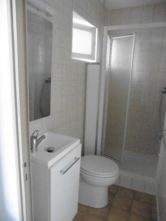 Appartement à louer 2 25.8m2 à Saint-Genis-Laval vignette-5