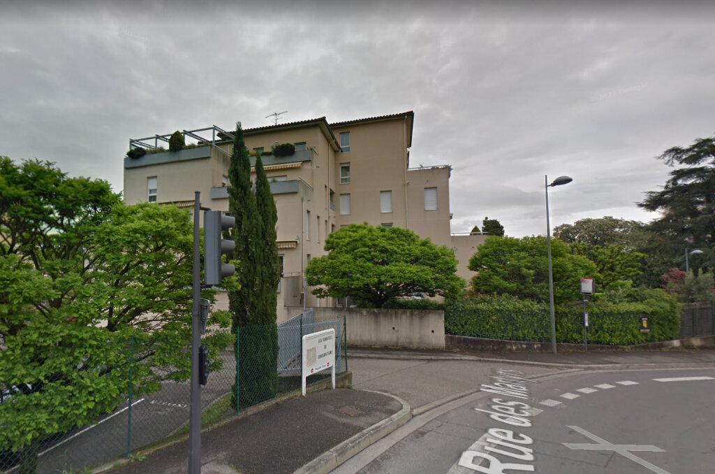 Stationnement à louer 0 0m2 à Saint-Genis-Laval vignette-2