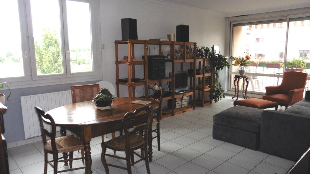 Appartement à louer 4 85.11m2 à Saint-Genis-Laval vignette-1