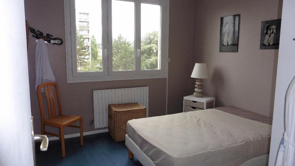 Appartement à louer 4 85.11m2 à Saint-Genis-Laval vignette-3