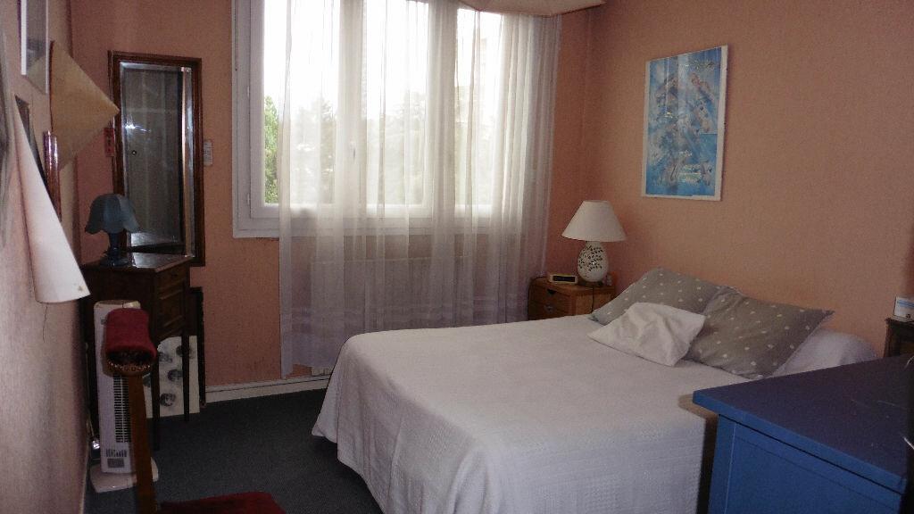 Appartement à louer 4 85.11m2 à Saint-Genis-Laval vignette-4