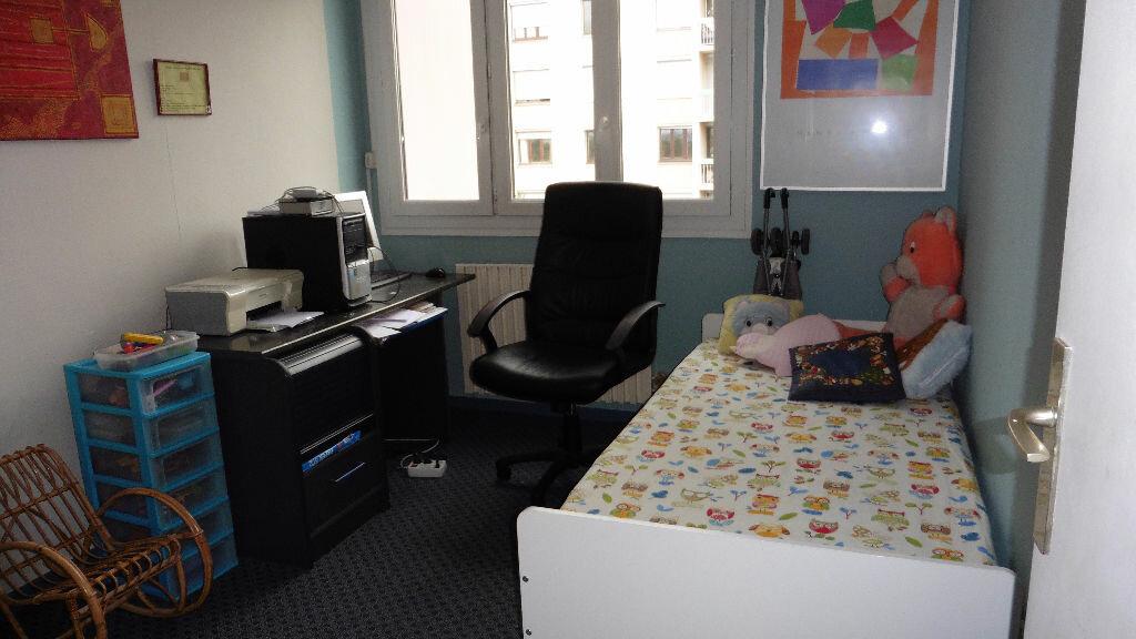 Appartement à louer 4 85.11m2 à Saint-Genis-Laval vignette-5