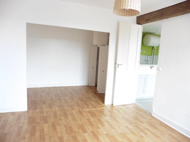 Appartement à louer 2 45.97m2 à Thurins vignette-2