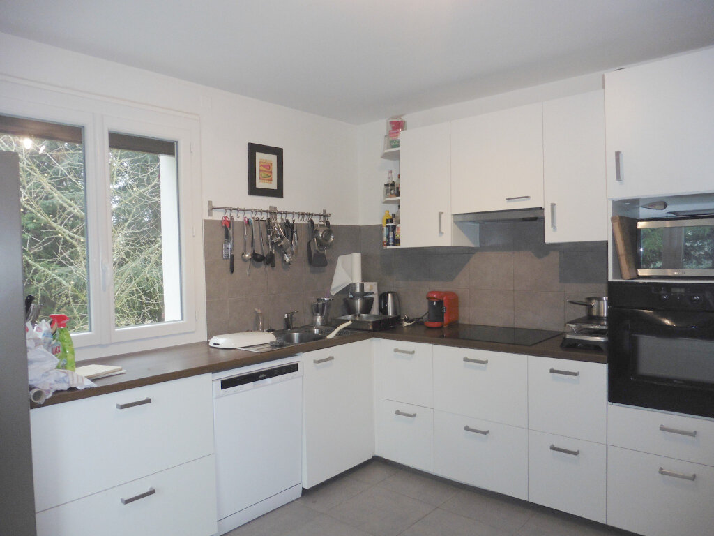 Maison à louer 5 133.98m2 à Saint-Genis-Laval vignette-2