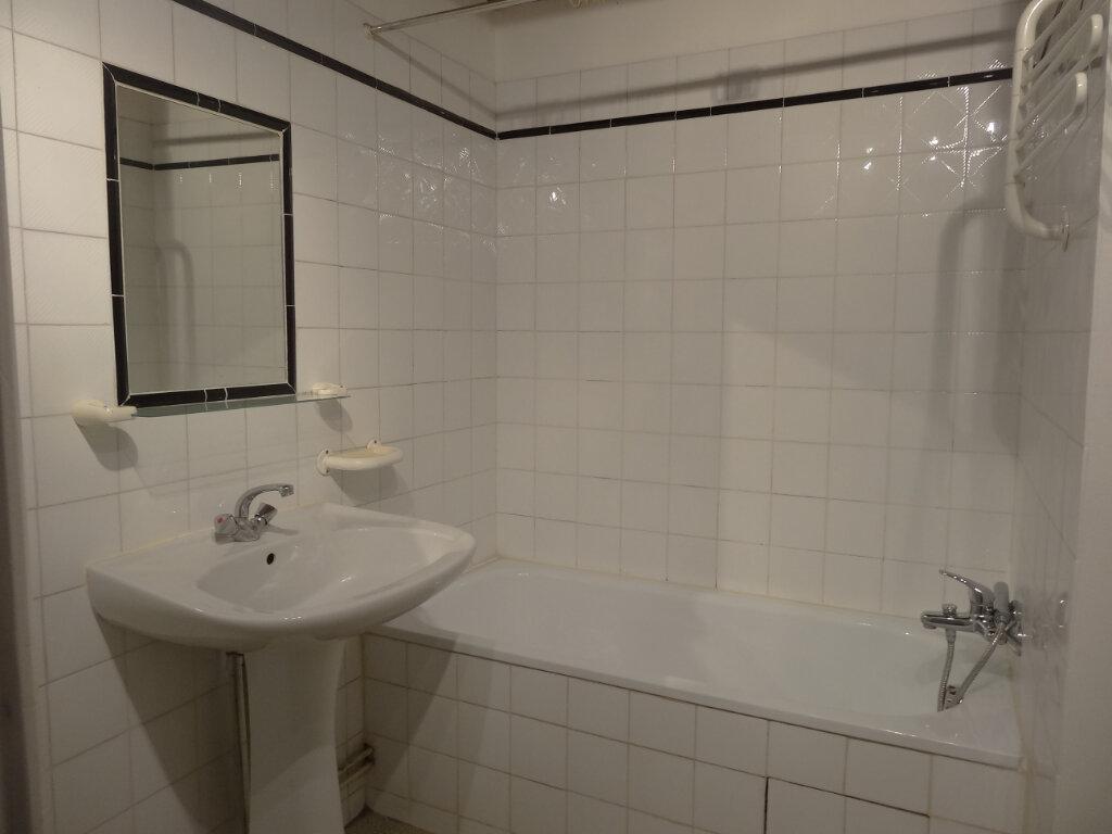 Appartement à louer 2 35.62m2 à Saint-Genis-Laval vignette-5
