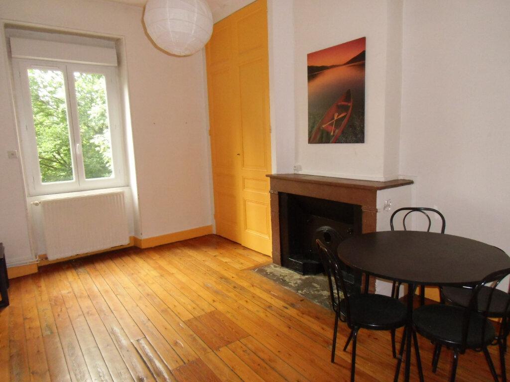 Appartement à louer 2 35m2 à Saint-Genis-Laval vignette-1