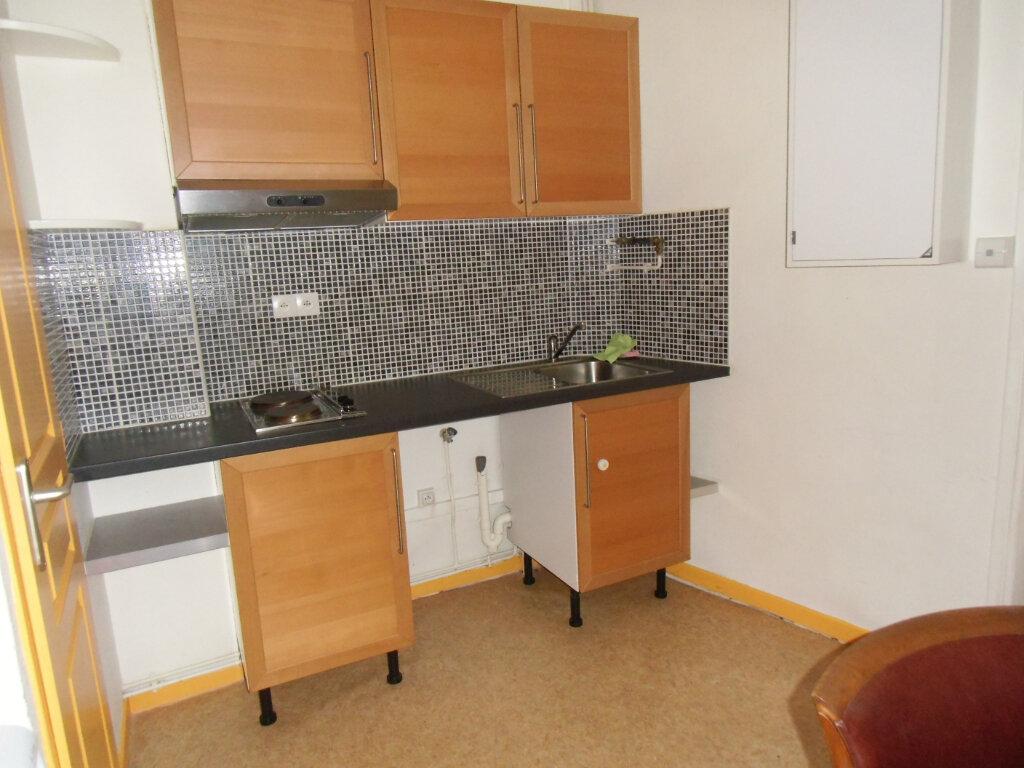 Appartement à louer 2 35m2 à Saint-Genis-Laval vignette-2
