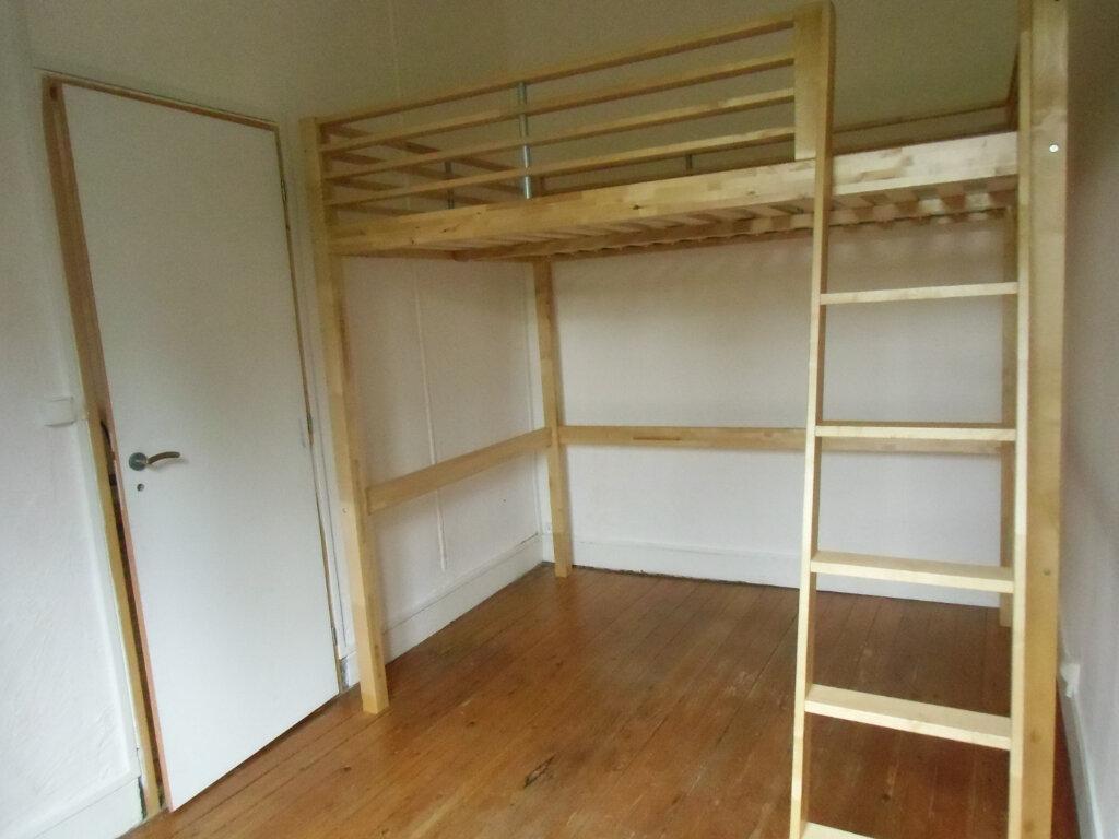 Appartement à louer 2 35m2 à Saint-Genis-Laval vignette-3