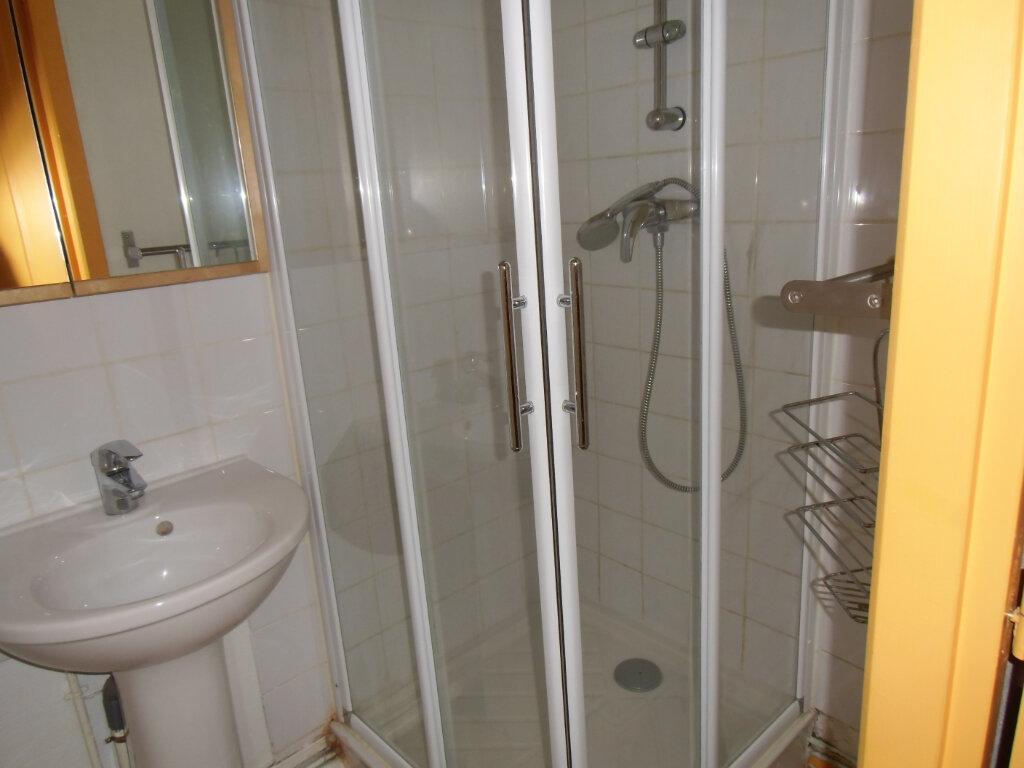 Appartement à louer 2 35m2 à Saint-Genis-Laval vignette-4