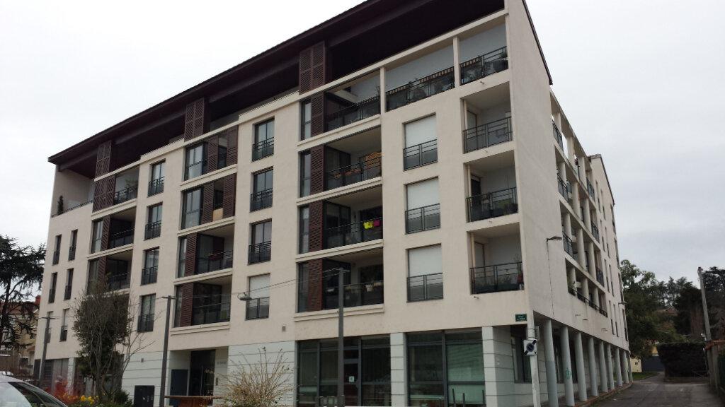 Appartement à louer 3 55.56m2 à Oullins vignette-1