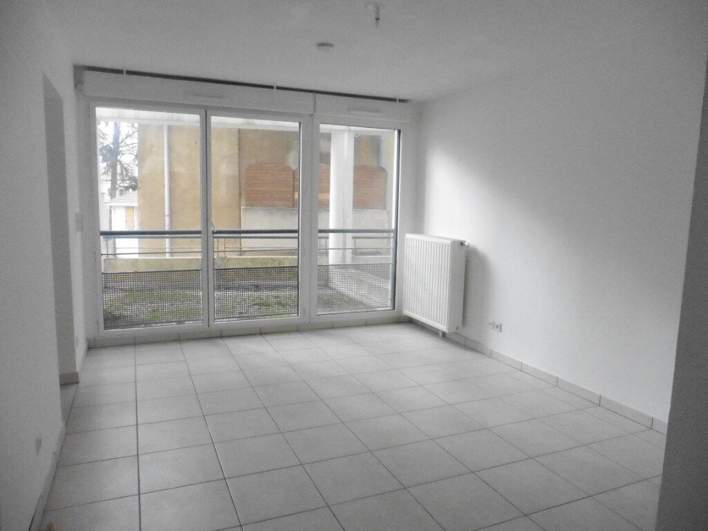 Appartement à louer 3 55.56m2 à Oullins vignette-2