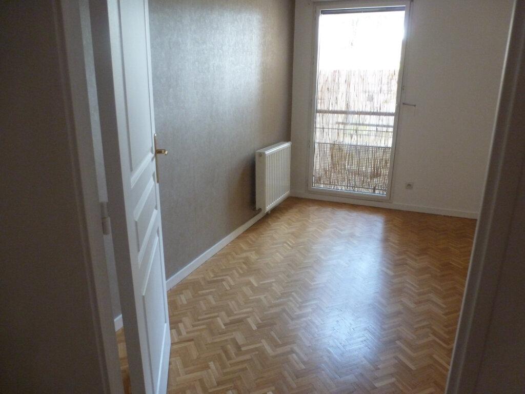 Appartement à louer 3 55.56m2 à Oullins vignette-5