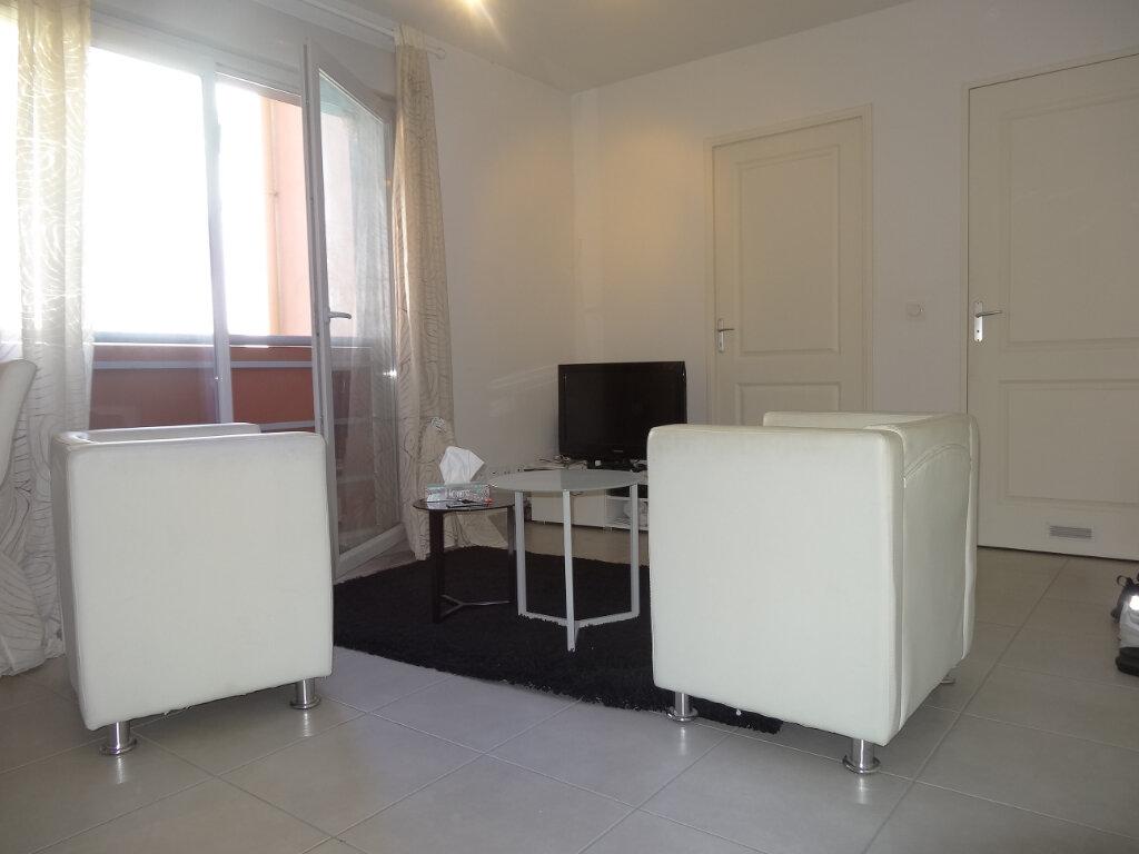 Appartement à louer 2 34.67m2 à Pierre-Bénite vignette-3