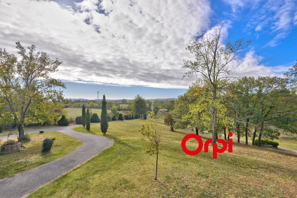 Maison à vendre 8 200m2 à Saint-Genis-Laval vignette-2