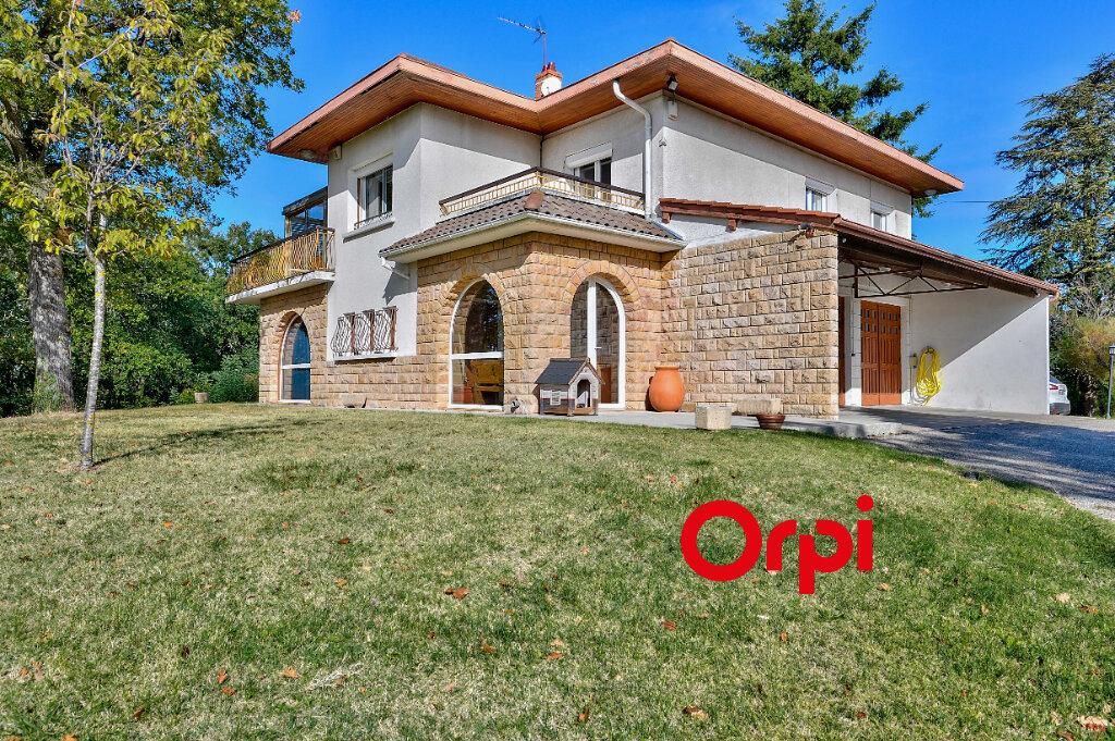 Maison à vendre 8 200m2 à Saint-Genis-Laval vignette-3