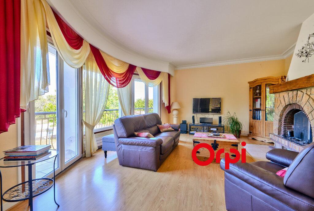 Maison à vendre 8 200m2 à Saint-Genis-Laval vignette-4