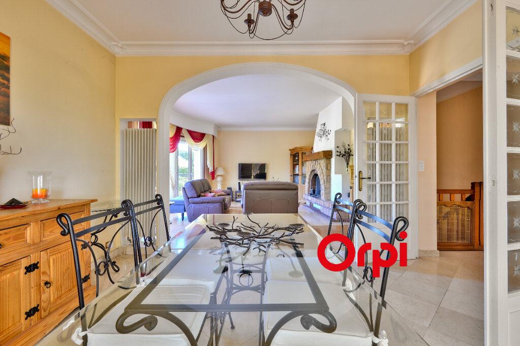 Maison à vendre 8 200m2 à Saint-Genis-Laval vignette-5