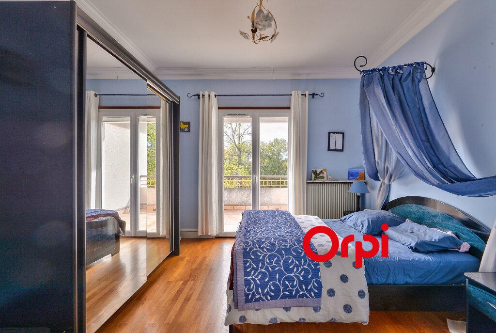 Maison à vendre 8 200m2 à Saint-Genis-Laval vignette-9