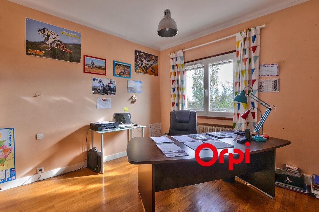 Maison à vendre 8 200m2 à Saint-Genis-Laval vignette-11