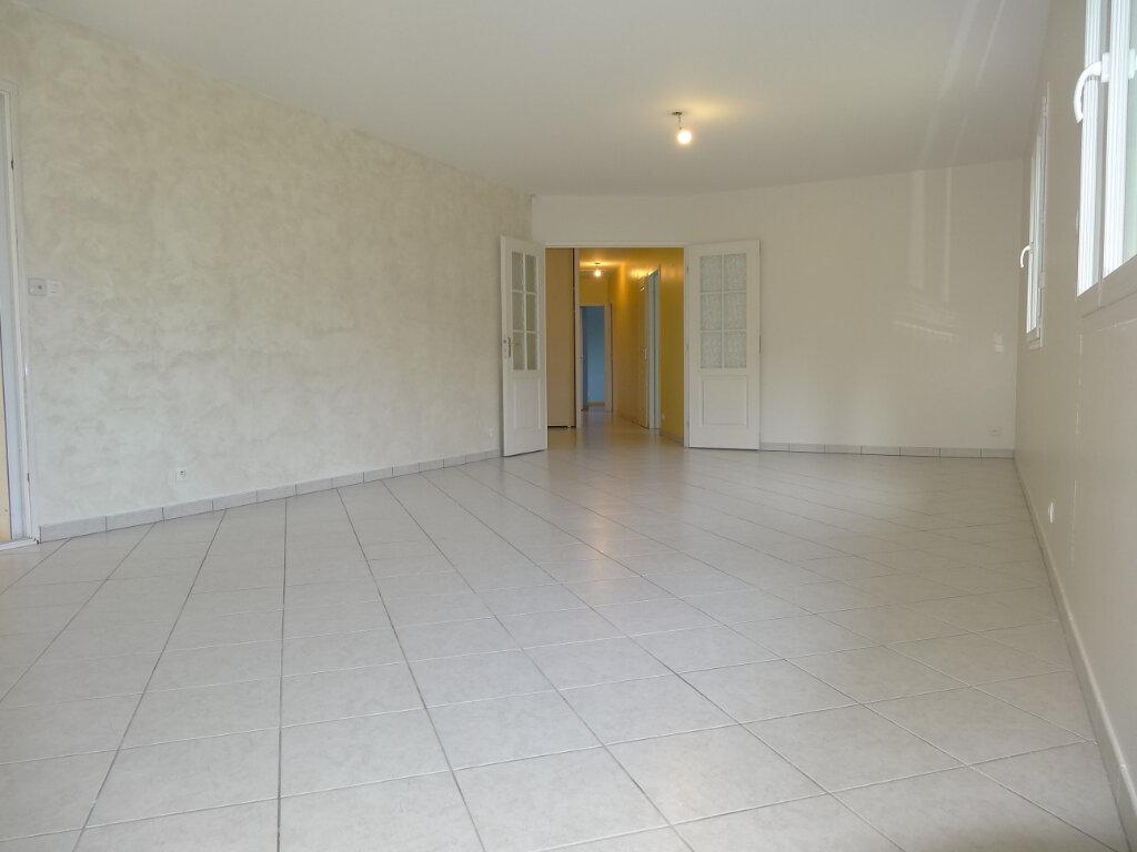 Maison à louer 5 119m2 à Saint-Genis-Laval vignette-5