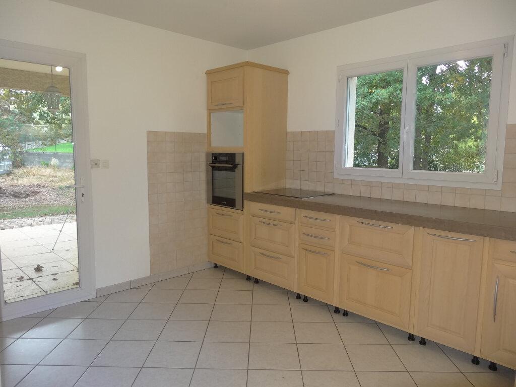 Maison à louer 5 119m2 à Saint-Genis-Laval vignette-7