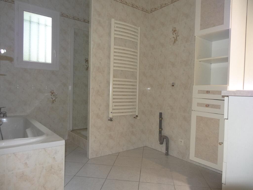Maison à louer 5 119m2 à Saint-Genis-Laval vignette-10
