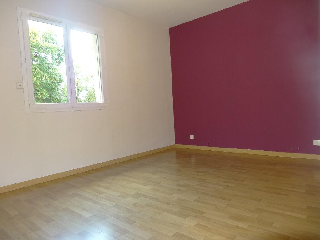 Maison à louer 5 119m2 à Saint-Genis-Laval vignette-14