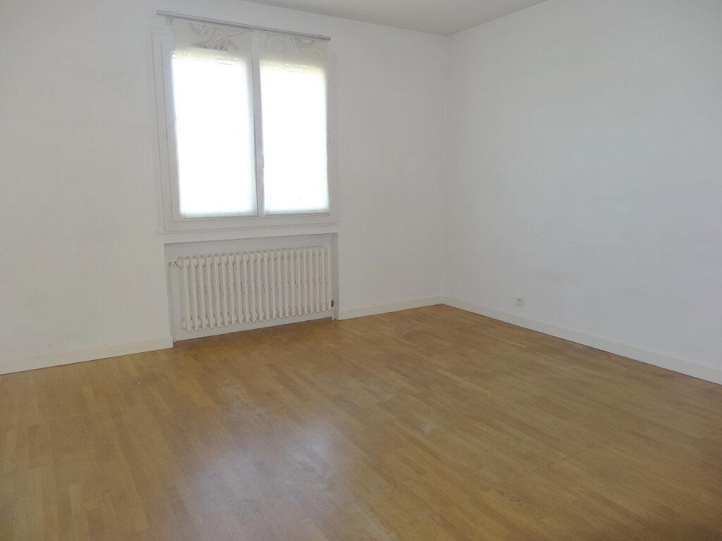 Maison à louer 5 111.83m2 à Vourles vignette-9