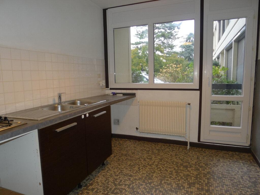 Appartement à vendre 5 96.07m2 à Saint-Genis-Laval vignette-4