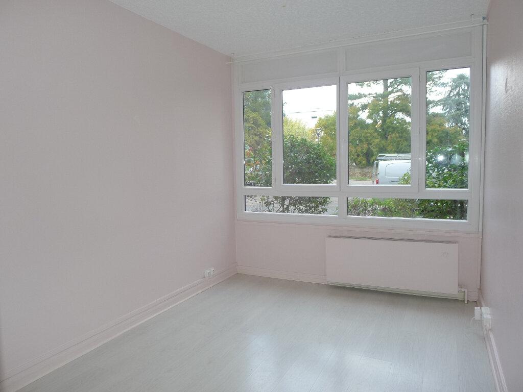 Appartement à vendre 5 96.07m2 à Saint-Genis-Laval vignette-6