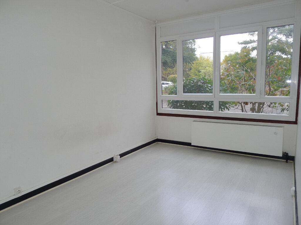 Appartement à vendre 5 96.07m2 à Saint-Genis-Laval vignette-7