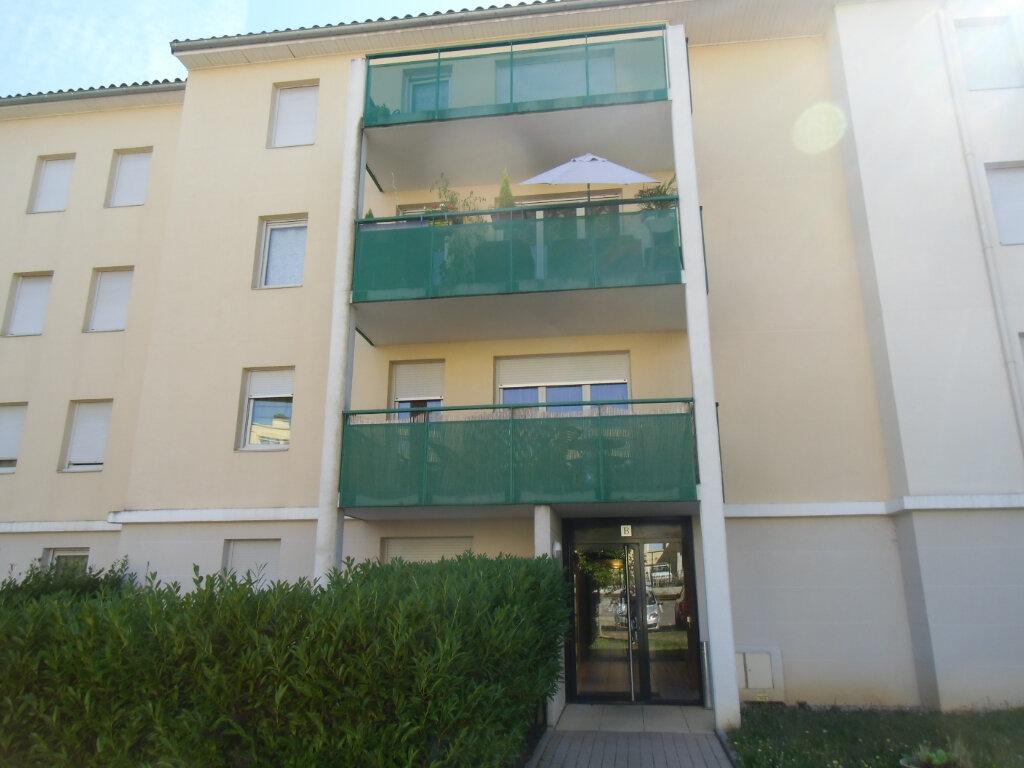 Appartement à louer 2 47.59m2 à Saint-Genis-Laval vignette-1