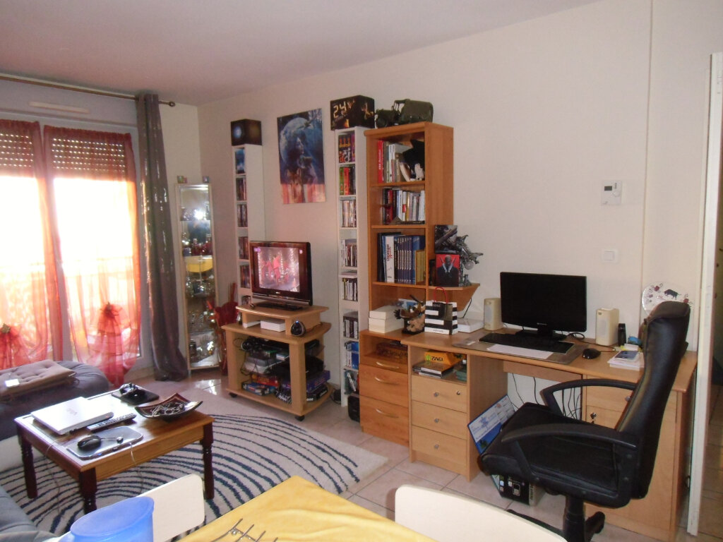 Appartement à louer 2 47.59m2 à Saint-Genis-Laval vignette-2