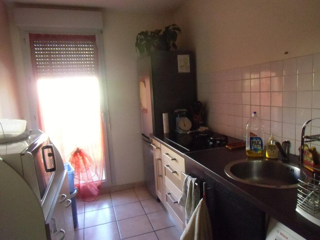 Appartement à louer 2 47.59m2 à Saint-Genis-Laval vignette-3