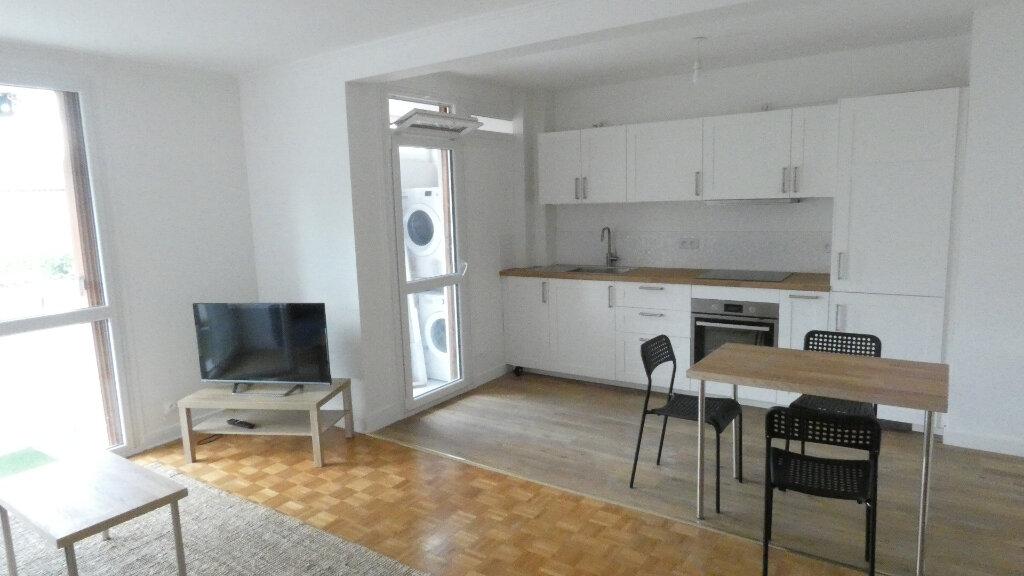 Appartement à louer 4 72m2 à Saint-Genis-Laval vignette-1