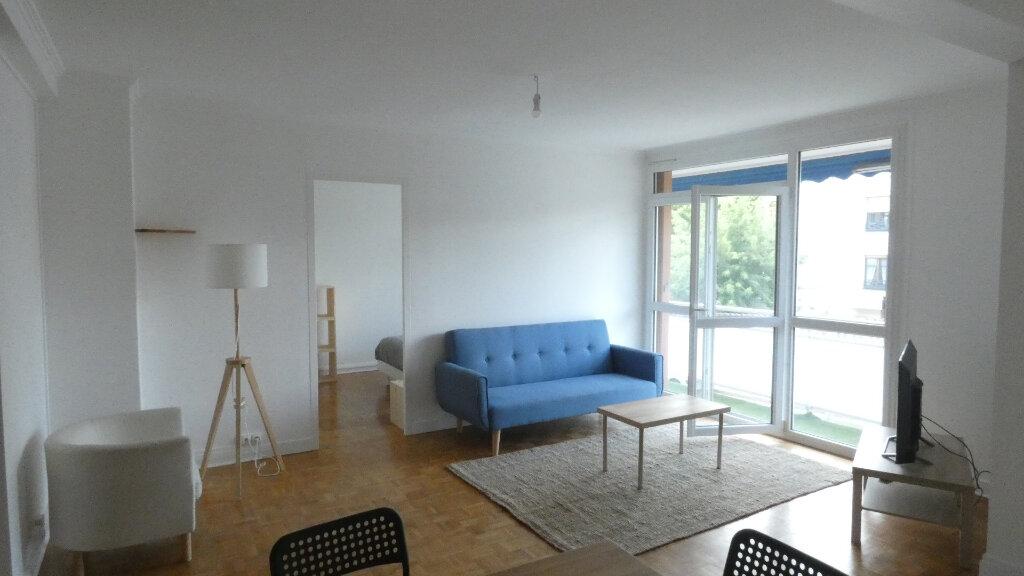 Appartement à louer 4 72m2 à Saint-Genis-Laval vignette-2
