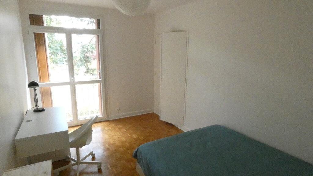 Appartement à louer 4 72m2 à Saint-Genis-Laval vignette-4