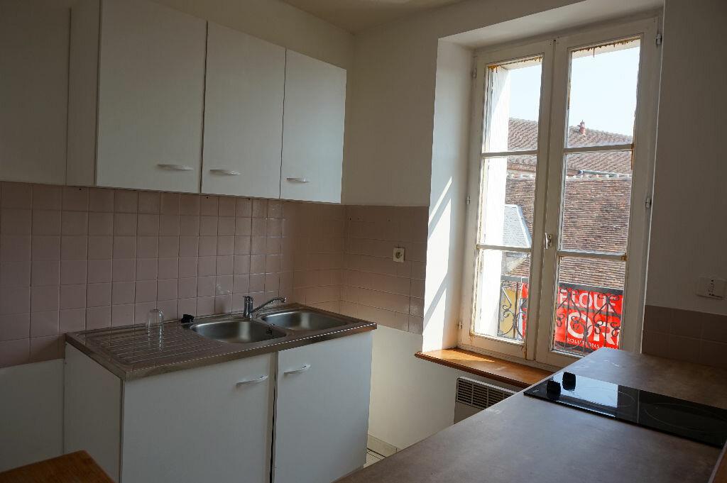 Appartement à louer 3 55.17m2 à Lorris vignette-4